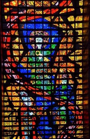 Katedra Św. Sebastiana w Rio de Janeiro - witraż południowy z przedstawieniem symboli jedności wiary