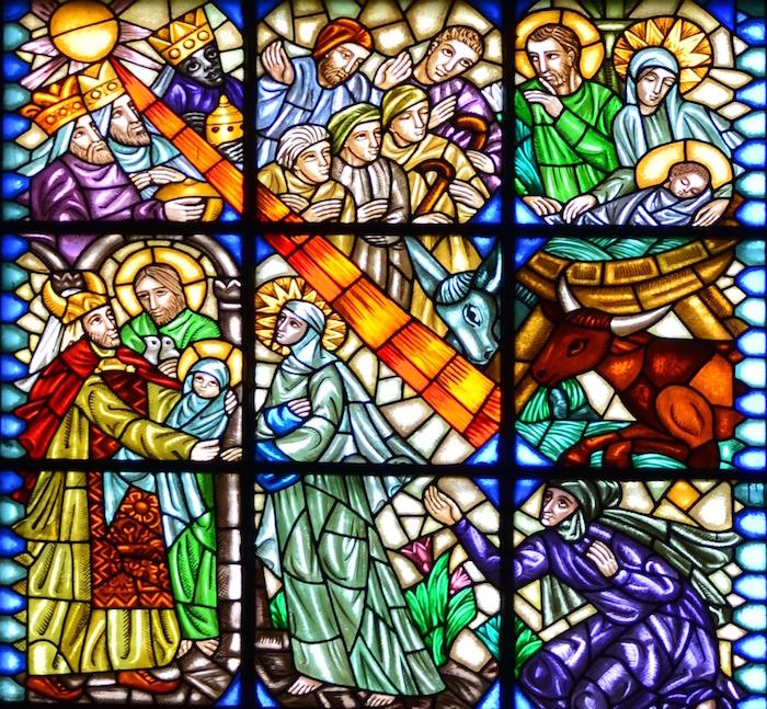 Witraż w kościele p.w. Św. Antoniego z Padwy i Św. Teresy od Dzieciątka Jezus w Częstochowie (fragment) -Boże Narodzenie i pokłon trzech Króli wg projektu Zofii Baudouin de Courtenay