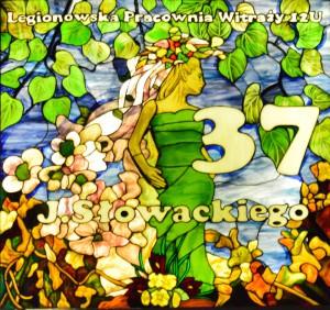 [fot.7] projekt i realizacja Legionowska Pracownia Witraży 12U, Numer domu na budynku w Legionowie przy ul. J. Słowackiego 37, fot. A.Bochacz