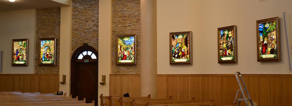 [fot.6] projekt i realizacja Legionowska Pracownia Witraży 12U, Droga Krzyżowa, w kościele p.w. Matki Bożej Fatimskiej w Legionowie przy ul. Orląt Lwowskich 4, fot. A.Bochacz