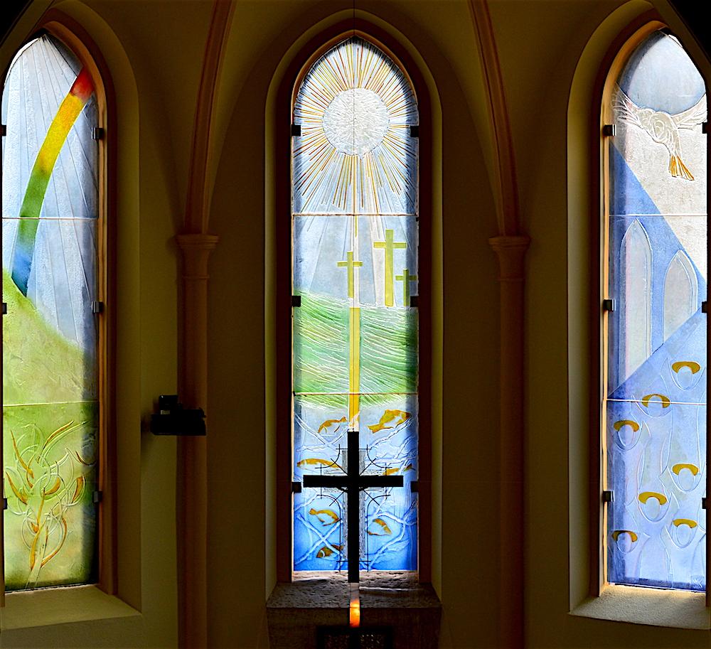 Witraże prezbiterium - Ojciec, Syn i Duch Święty
