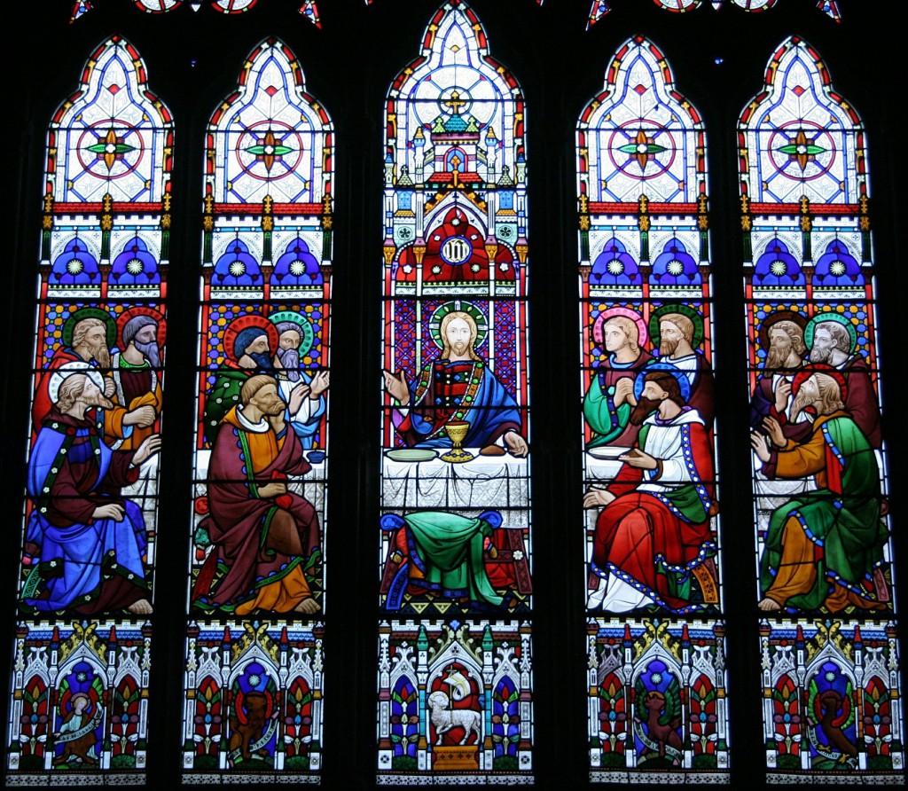 """Witraż """"Ostatnia Wieczerza"""" w kościele pw. Św. Michała w Sittingbourne"""