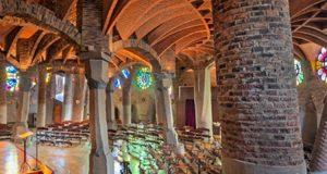 Witraże w Krypcie w Colonii Güell