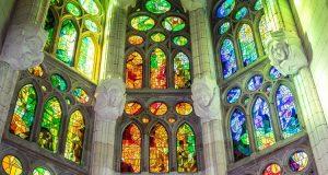 Sagrada Familia mariaż światła i koloru
