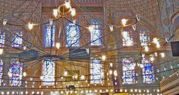 Błękitne witraże meczetu Sułtana Ahmeda