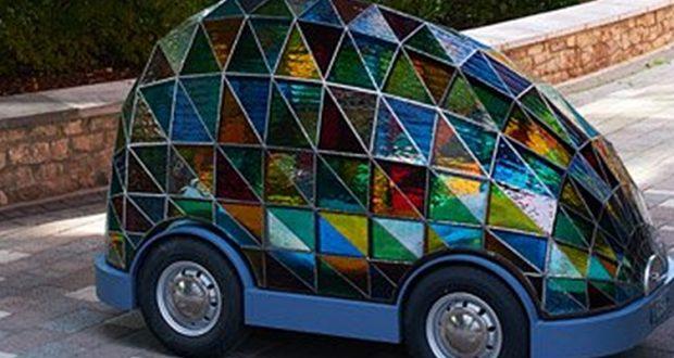 Futurystyczny witrażowy pojazd