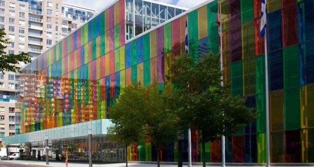 Kolorowe szkło w Pałacu Kongresowym w Montrealu