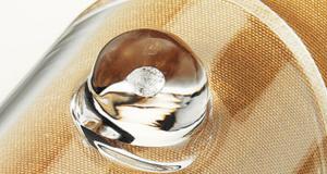 Diamenty oprawione w szkło