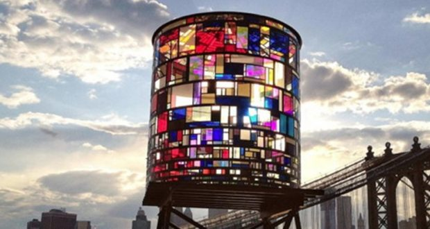 Witrażowa wodna wieża w Brooklynie